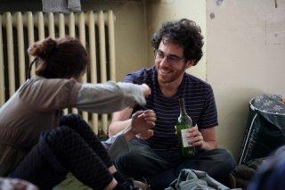 Diaz - Non pulire questo sangue: Elio Germano sorride in una scena del film