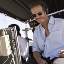 Battleship: il regista Peter Berg sorride sul set del film