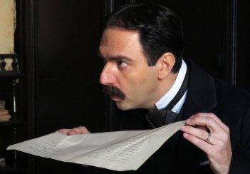 La scomparsa di Patò: Neri Marcoré in una scena del film