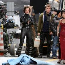 Milla Jovovich sul set di Resident Evil: Retribution insieme a Bingbing Li
