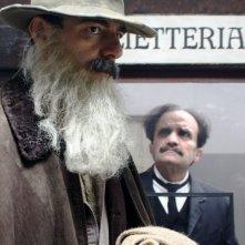 Neri Marcoré in una scena del film La scomparsa di Patò
