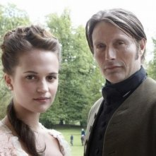 A Royal Affair: Alicia Vikander insieme a Mads Mikkelsen sul set del film