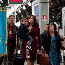 Benvenuti al Nord: Valentina Lodovini insieme a Nando Paone e Nunzia Schiano in una scena del film