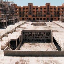 Indignados: una scritta nella cittadina di Ciudad Valdeluz immortalata nel film di Tony Gatlif