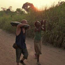 Rebelle: Rachel Mwanza e Serge Kanyinda in una scena del film