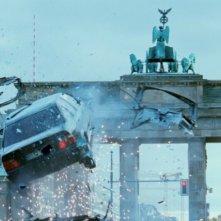 Don - The King is Back: una scena d'azione del film sotto la Porta di Brandeburgo