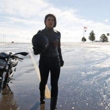 Gina Carano in versione motociclista in una scena di Knockout - Resa dei conti