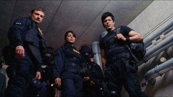 Shahrukh Khan in  Don - The King is Back insieme a Priyanka Chopra e Florian Lukas