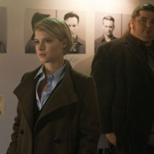 Alcatraz: Jorge Garcia e Sarah Jones in una scena dell'episodio Cal Sweeney