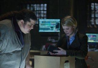 Alcatraz: Jorge Garcia e Sarah Jones nell'episodio Cal Sweeney