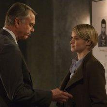 Alcatraz: Sam Neill e Sarah Jones nell'episodio Cal Sweeney