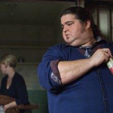 Alcatraz: Sarah Jones, sullo sfondo, e Jorge Garcia nell'episodio Kit Nelson