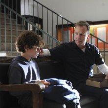 Kiefer Sutherland e David Mazouz in una scena del pilot di Touch
