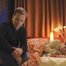 Kiefer Sutherland e David Mazouz nel pilot di Touch