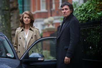 Charlotte Rampling insieme a Gabriel Byrne in una scena di I, Anna