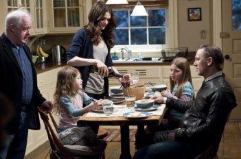 Dream House: la famiglia Atenton al completo sul set del film insieme al regista Jim Sheridan