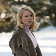 Naomi Watts sulla neve in una scena di Dream House
