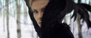 Charlize Theron è la perfida regina de Biancaneve e il cacciatore
