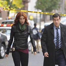 Unforgettable: Dylan Walsh e Poppy Montgomery in una scena dell'episodio Lost Things