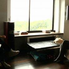 Keanu Reeves in una scena del documentario Side by Side insieme a Greta Gerwig