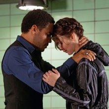 Lenny Kravitz e Jennifer Lawrence uniti in un abbraccio in Hunger Games