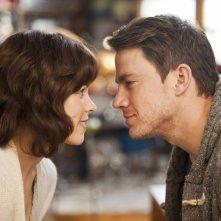 Uno sguardo complice tra Rachel McAdams e Channing Tatum in La memoria del cuore