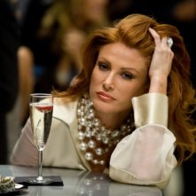 La bella Angie Everhart in una scena di Take Me Home Tonight