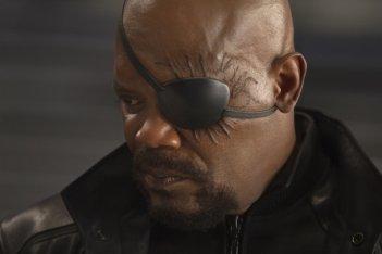 Un primissimo piano di un bendato Samuel L. Jackson nei panni di Nick Fury in The Avengers