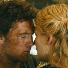 Wrath of the Titans: Sam Worthington e Rosamund Pike in una tenera scena del film