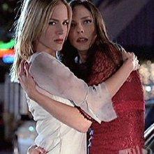 Julie Benz e Juliet Landau in una scena di Angel