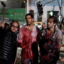 Eli Roth e il regista Nicolás López sul set di Aftershock