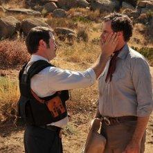Nick Offerman fronteggia Will Ferrell in una scena di Casa de mi padre
