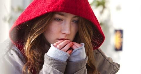 Saoirse Ronan in un intenso primo piano nel vampire movie Byzantium