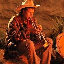 Will Ferrell suona malinconicamente la tromba in una scena di Casa de mi padre