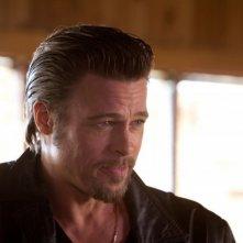 Un perplesso Brad Pitt in una scena di Cogan's Trade