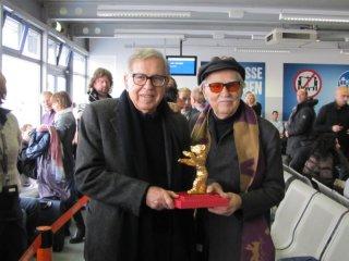 Paolo e Vittorio Taviani all'aeroporto di Berlino dopo aver vinto l'Orso d'Oro per Cesare deve Morire