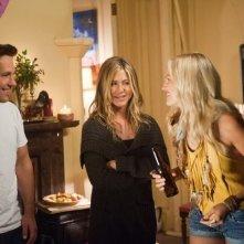 Jennifer Aniston con Malin Akerman e Paul Rudd in Nudi e Felici