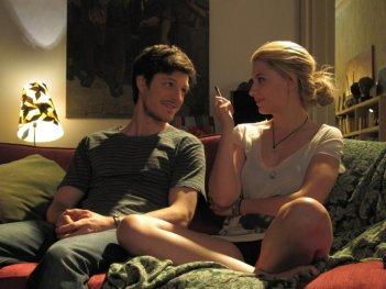 Andrea Bosca e Miriam Giovanelli in una scena del film Gli sfiorati