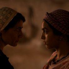 La sorgente dell'amore: Hiam Abbass e Hafsia Herzi in una scena del film