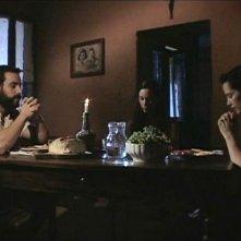 Michael Segal, Marysia Kay con Eleanor James in una scena dell'horror Colour from the Dark