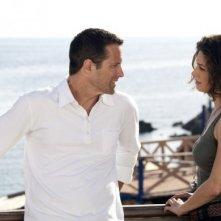Sei passi nel giallo - Omicidio su misura: Rob Estes ed Ana Caterina Morariu in una scena del film TV