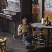 The Walking Dead: Steven Yeun in una scena dell'episodio Grilletto facile