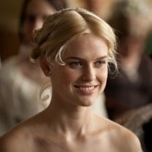 The Raven: Alice Eve in una scena del film nei panni di Emily