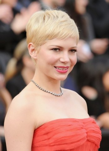 Oscar 2012: una splendida Michelle Williams sul red carpet