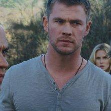The Cabin in the Woods: Fran Kranz, Chris Hemsworth e Jesse Williams in una scena del film