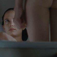 Eva Green e Matt Smith in un'immagine intima di Womb