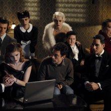 Magnifica presenza: Elio Germano insieme ai componenti della compagnia Apollonio in una scena del film