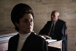 Michela Cescon nei panni di Licia Pinelli in un'immagine del film drammatico Romanzo di una strage