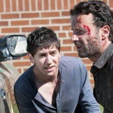 The Walking Dead: Andrew Lincoln con Michael Zegen in una scena dell'episodio Scelte