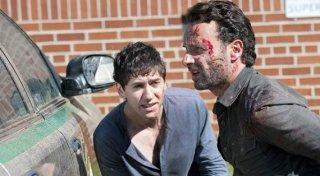 The Walking Dead: Andrew Lincoln con Michael Zegen in una scena dell'episodio Scelte